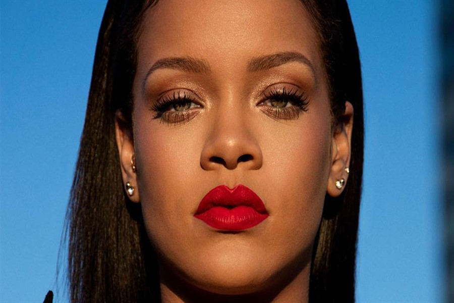 Rihanna The Rihanna Book'u Tanıttı!